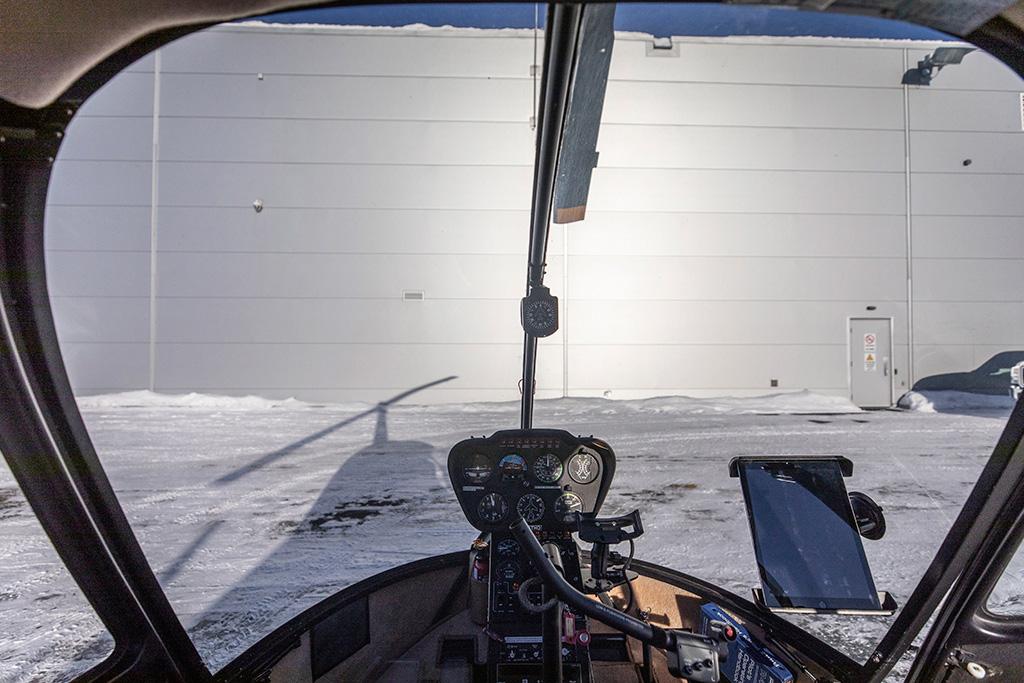 L'intérieur d'un hélicoptère Airbus EC 120 Colibri en hiver.